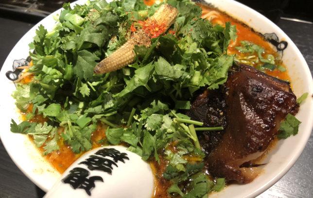 肉増しカラシビ味噌らー麺パクチートッピング